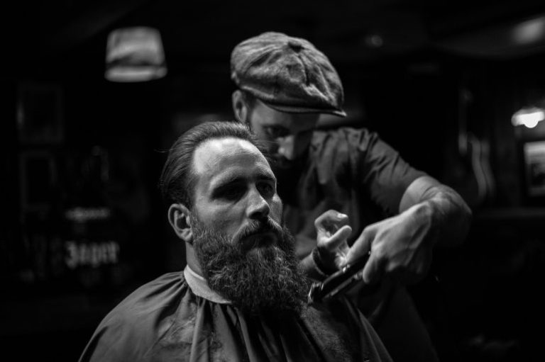 grooming-show-bw